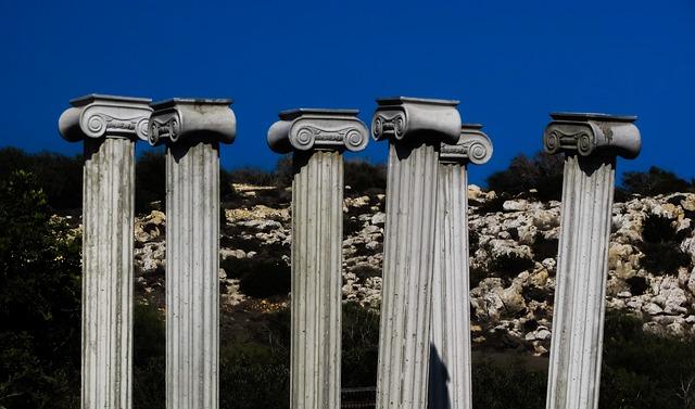 202-Säulengestütztes_Stehvolk